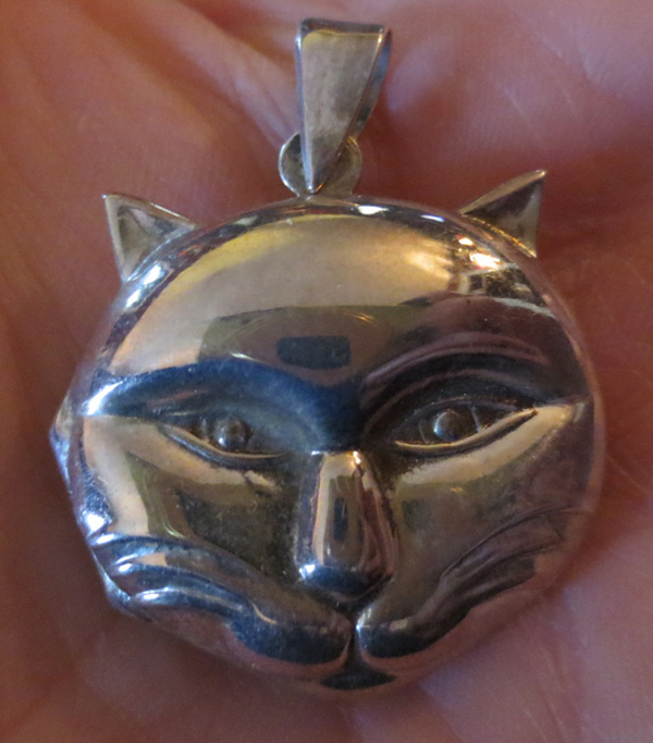 Vintage Sterling Silver Kitty Cat Face Locket Pendant