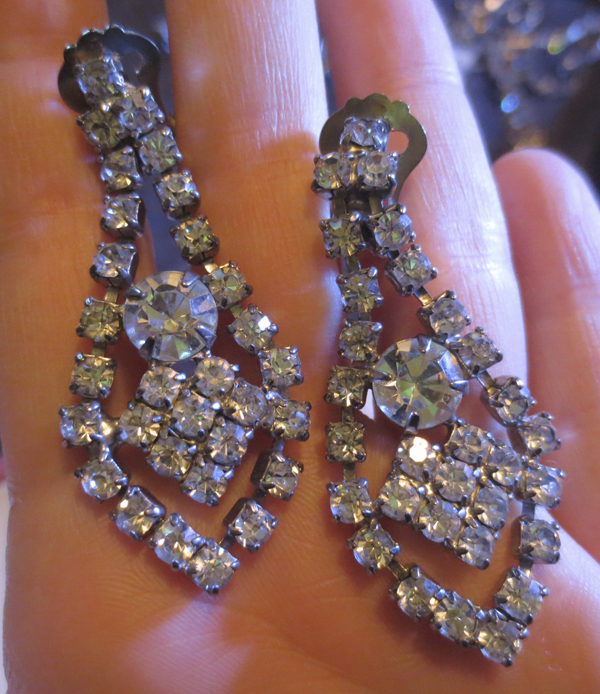 Vintage Pin Up 1950s Rhinestone Dangle Clip Earrings