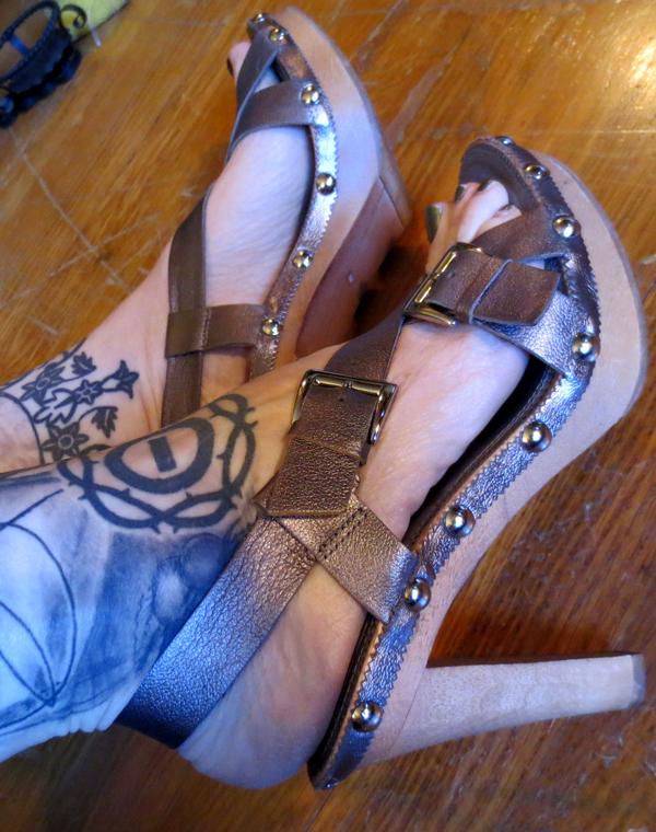Vintage Boho Gunmetal Leather Wood Heel Sandals Heels 6