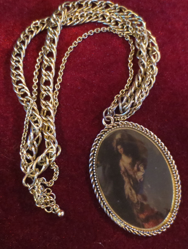 Vintage Renaissance Woman Cameo Goldtone Necklace