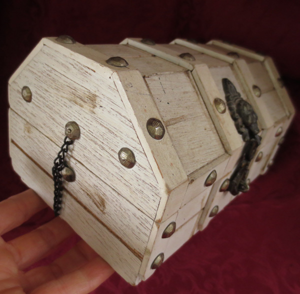 Ring In The Steampunk Decor To Pimp Up Your Home: Vintage Gothic Pirate Skull Steampunk Wood Jewelry Box