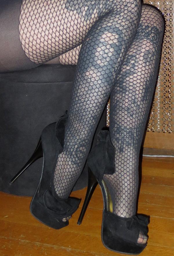 Sexy PinUp Black Velvet  Suede 5.5 Inch Peep Toe High Heels 6