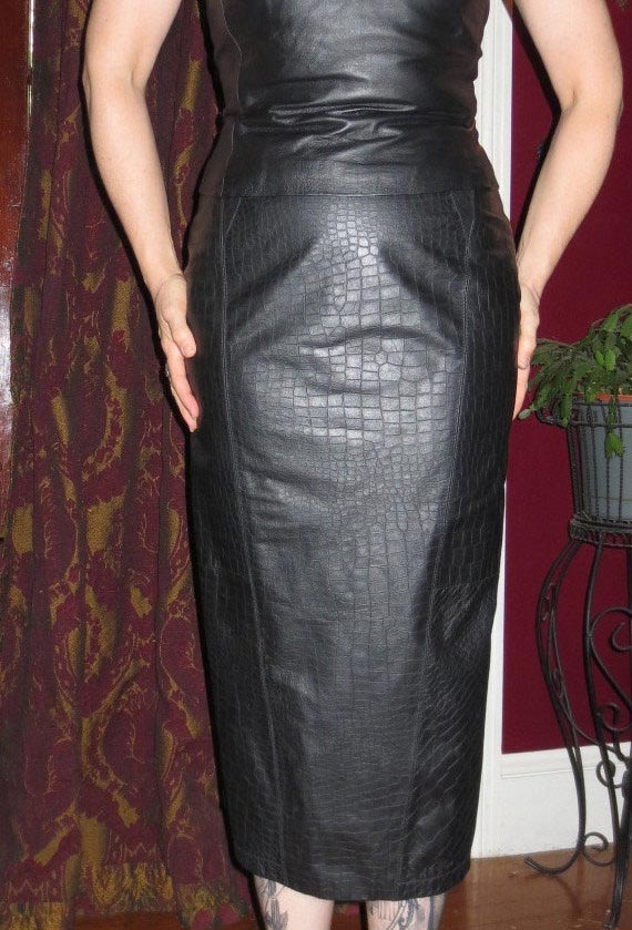 Vintage Long Fitted Snakeskin Black Leather Pencil Skirt 8