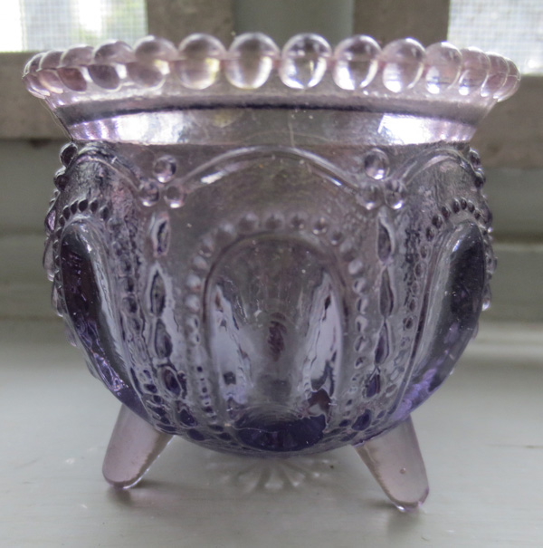 Vintage Boyd Purple Glass Gypsy Pot Toothpick Holder