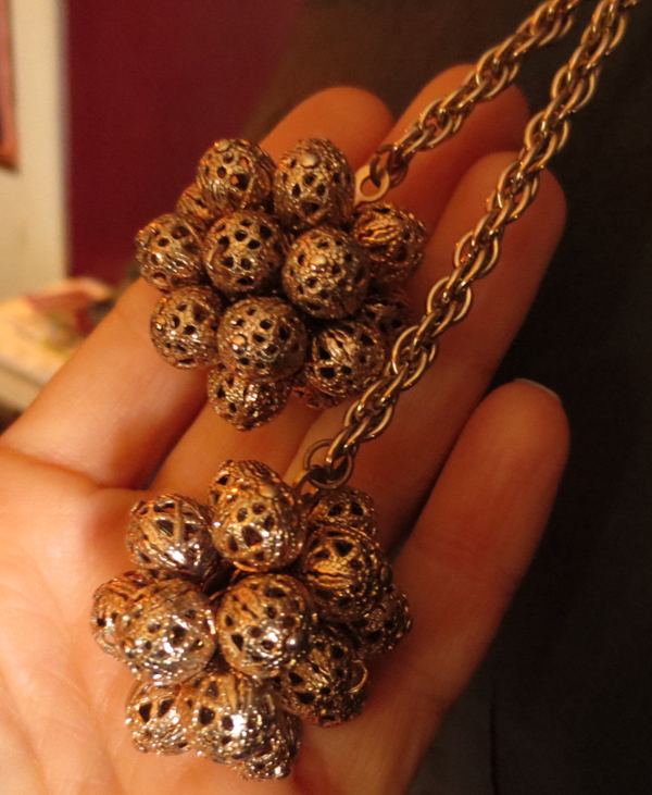 Vintage 1960s Mod Goldtone Filigree Balls Necklace