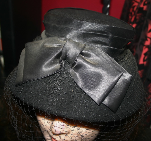 Vintage 1940s Ladies Black Wool Hat Bow and Veil