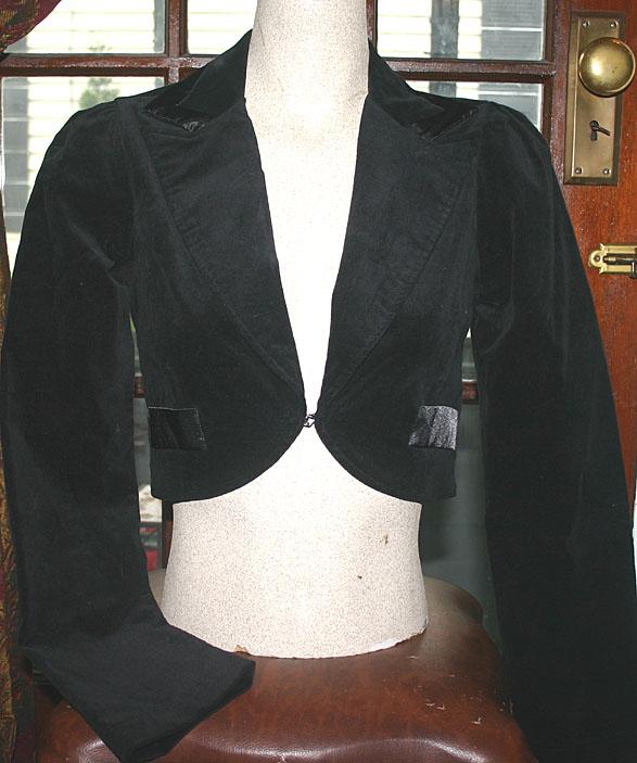 Gothic Black Velvet Cropped Blazer Jacket
