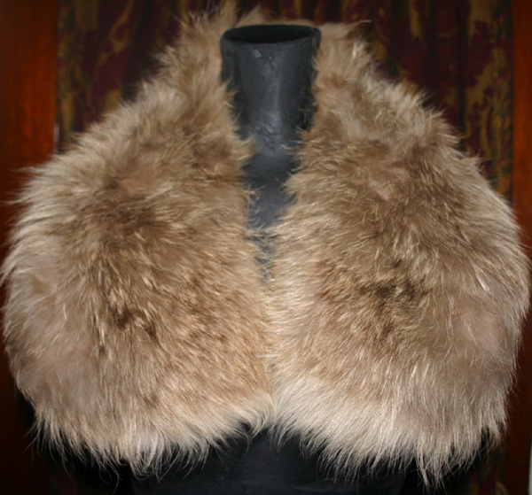 Vintage 1940s Beige Genuine Fox Lynx Fur Collar Piece