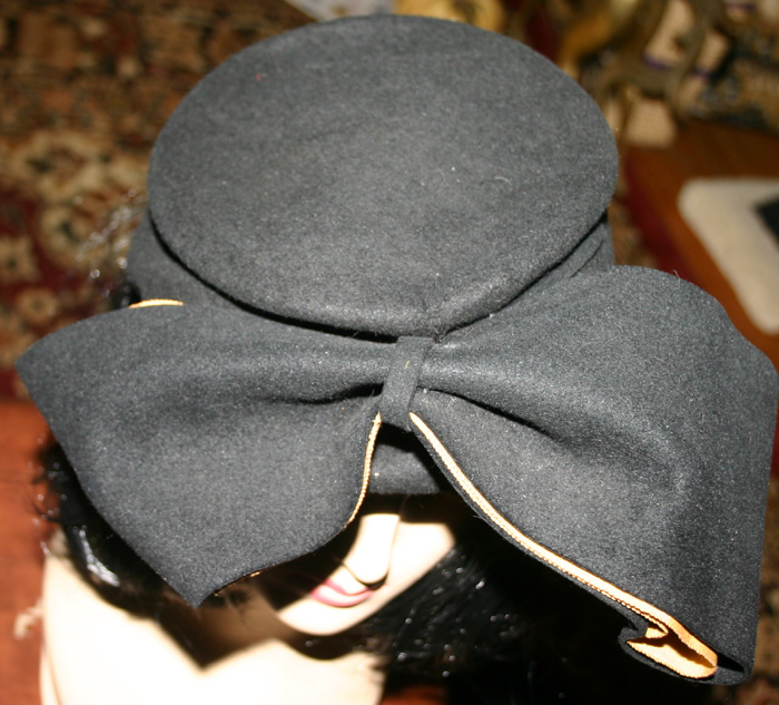 Vintage 1940's Ladies Black Felt Tilt Bow Hat