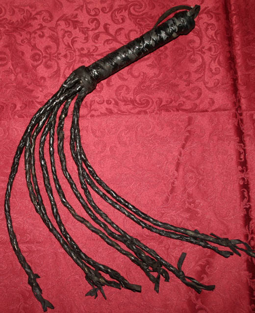 Fetish Black Leather Cat o Nine Tails Flogger