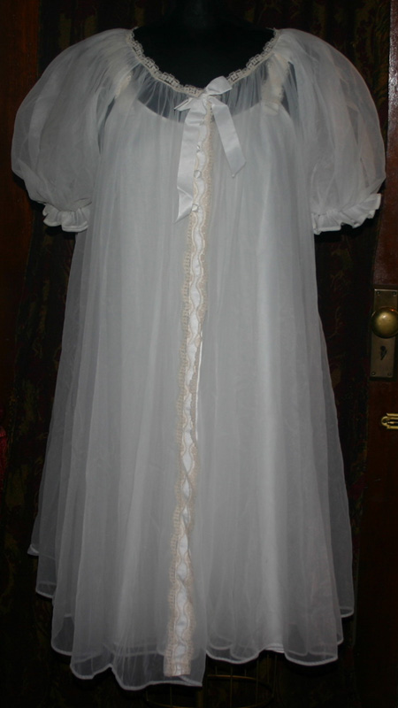 Vintage 1950s Lisette White Nightgown Robe Pegnoir Set