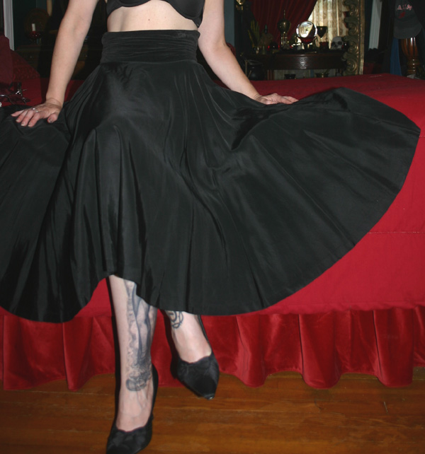 Vintage 1950s Black Taffeta Velvet Swing Skirt Metal Zipper