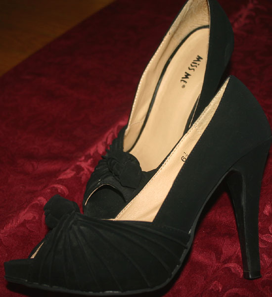 Sexy Pin-Up Black Suede 4.5 Inch Peep Toe Heels 6.5