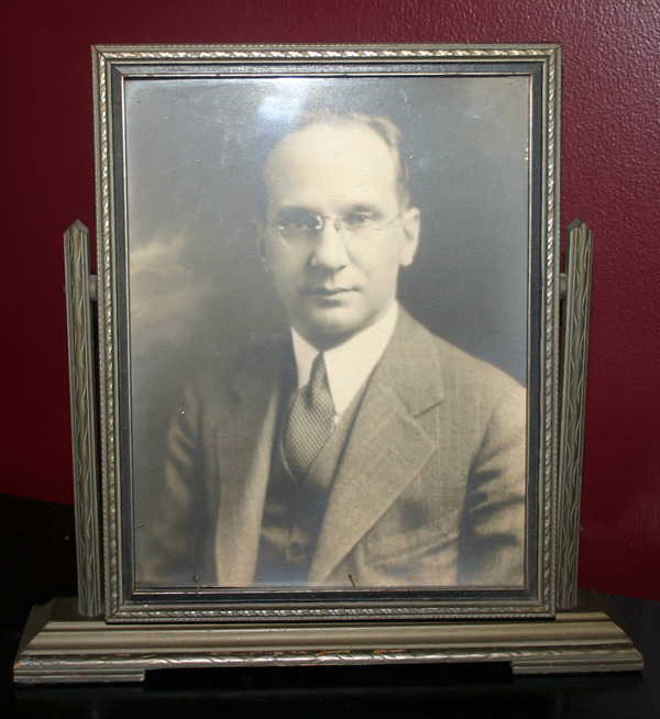 Vintage 1930s Wood Swivel Frame with Photograph of Man