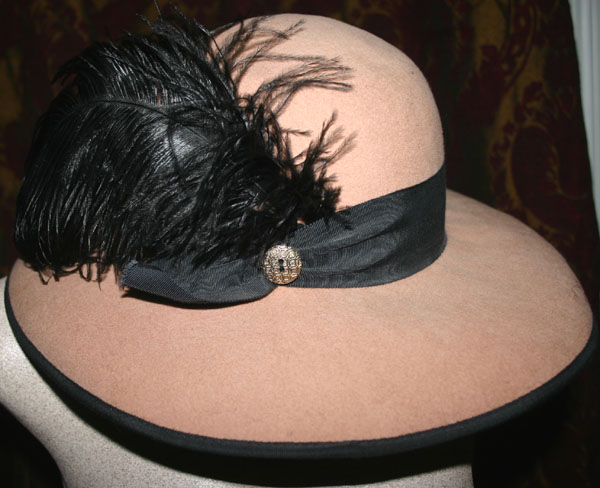 Vintage 1960s Beige Black Feather Plume Wool Hat